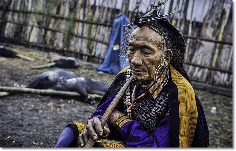 Apatani con abalorios tradicionales