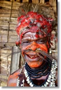 El aspecto de los integrantes de esta tribu debieron sorprender a los primeros europeos que llegaron a Papúa.