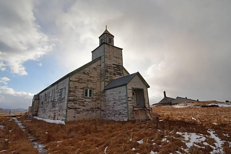 Iglesia abandonada en la isla de Adak