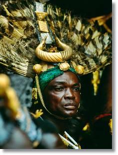 Los atuendos y vestimentas en festivales como Akwasidae, son realmente representativos