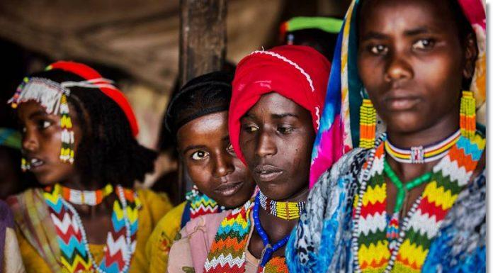 Mujeres de la etnia amhara con sus trajes típicos