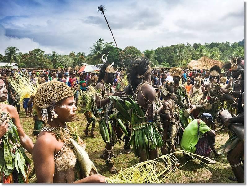 Fiesta religiosa y de iniciación tribal de Papua Nueva Guinea
