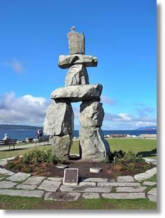 Son numerosos los monumetos de piedra levantados por los inuit. Estos según sus creencias guian a las personas sobre la tierra