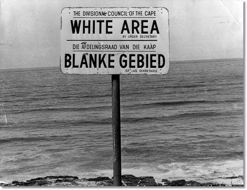 Los signos de discriminación racial se extendieron por toda Sudáfrica durante el régimen que fomento el apartheid - etnias.net