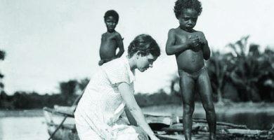 Antropóloga Margaret Mead en Nueva Guinea en la década de 1930 famosa por sus estudios - etnias.net