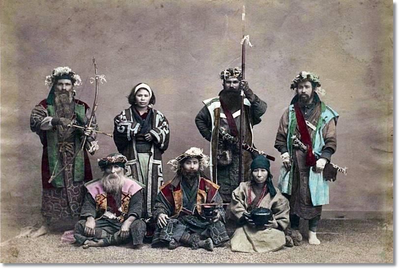 Fotografía antigua de miembros de la tribu aino - etnias.net