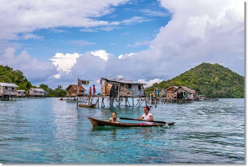 Las verdes aguas del sur del mar de Sulu son la morada frecuente de los bayao de las islas Filipinas, de manera estrecha vinculada con los bayau más sedentarios de Malasia - etnias.net