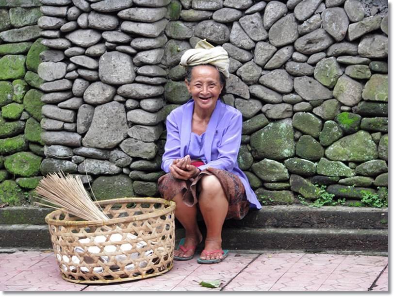 Mujer balinesa - etnias.net