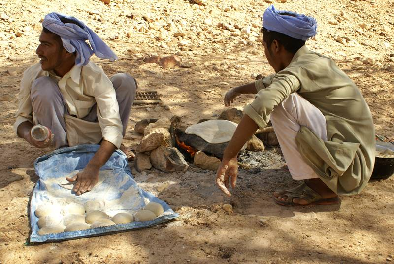 Beduinos haciendo el desayuno