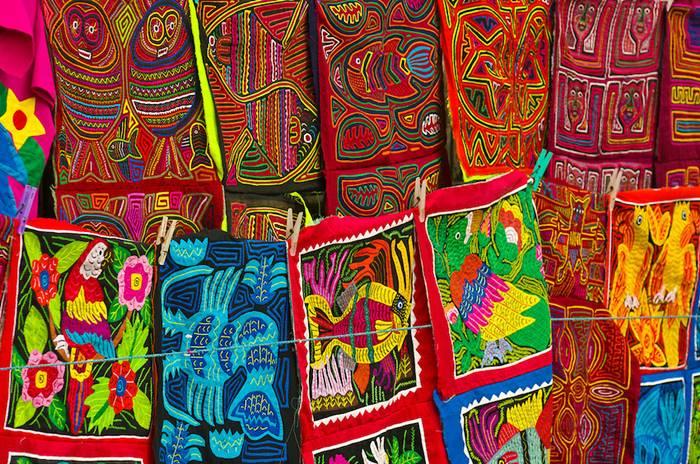 Tejidos elaborados por las mujeres kunas